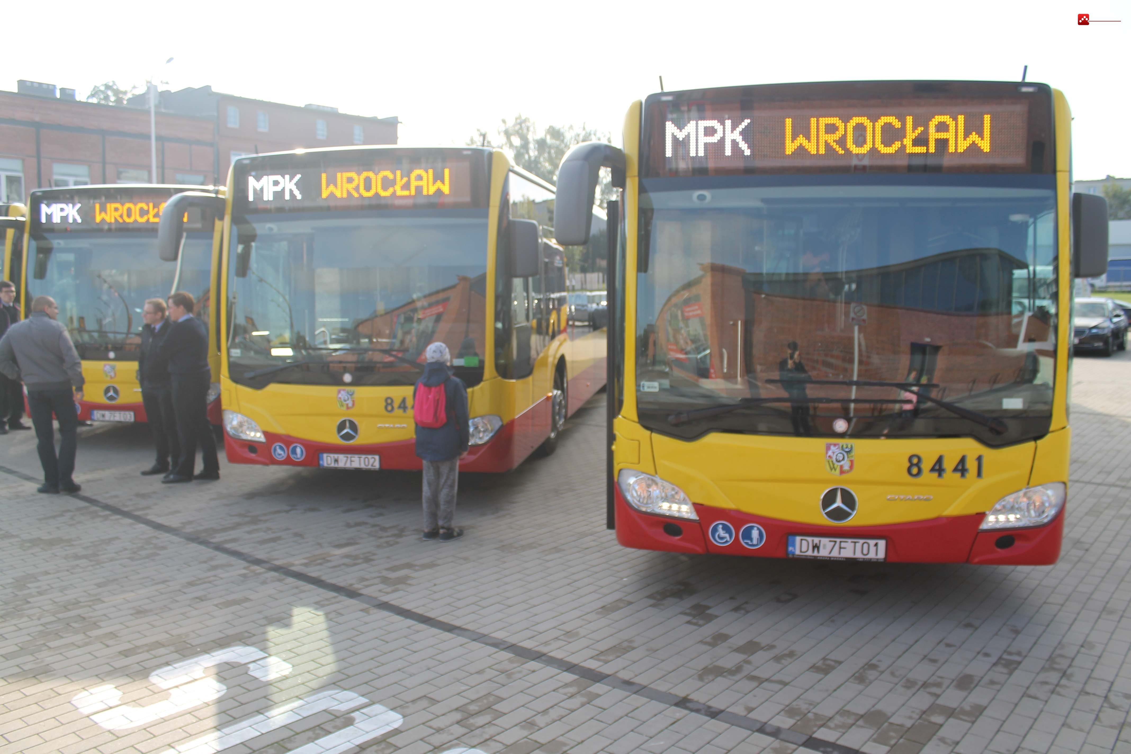 NOWY AUTOBUS MPK 002