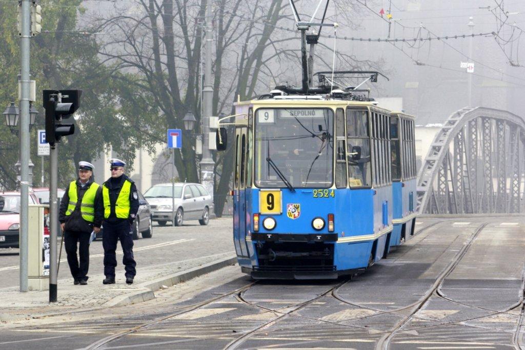 Во Вроцлаве возле  Sky Tower'a женщина угодила под трамвай