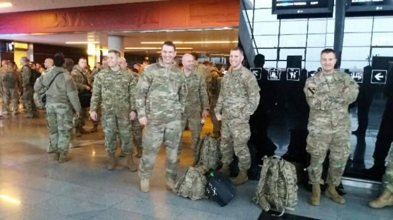 Во Вроцлаве приземлился самолет с американскими военными (ФОТО+ВИДЕО)