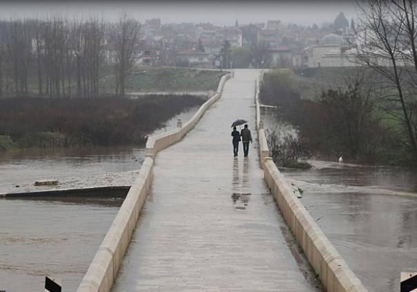Во Вроцлаве в связи с угрозой подтопления ограничено движение