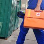 Повредил машину скорой помощи и угрожал медицинским работникам