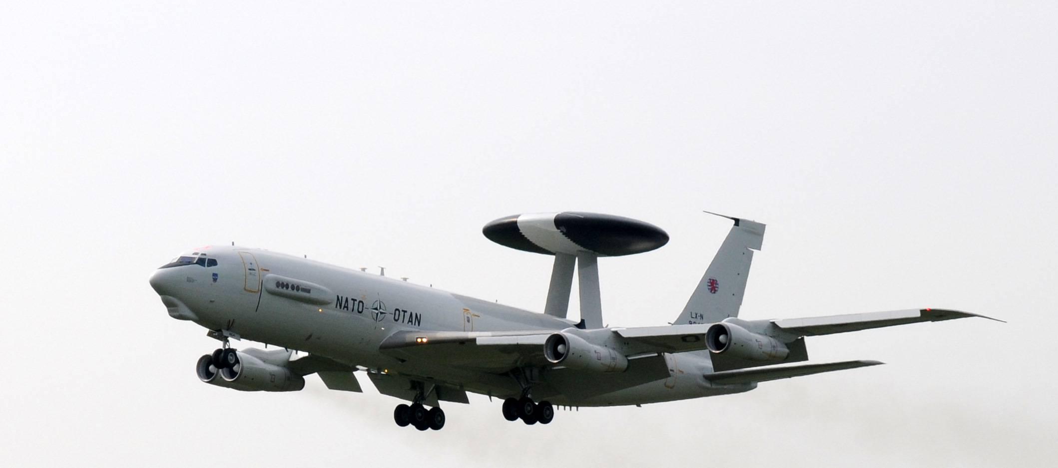 Над Вроцлавом кружит необычный самолет. Видели?