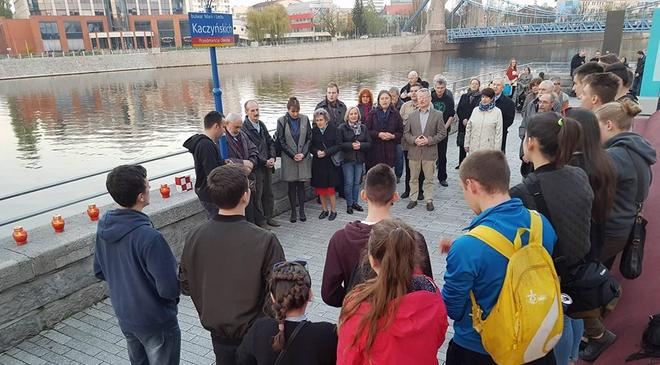 Во Вроцлаве над Одрой зажгли свечи в память о жертвах смоленской катастрофы
