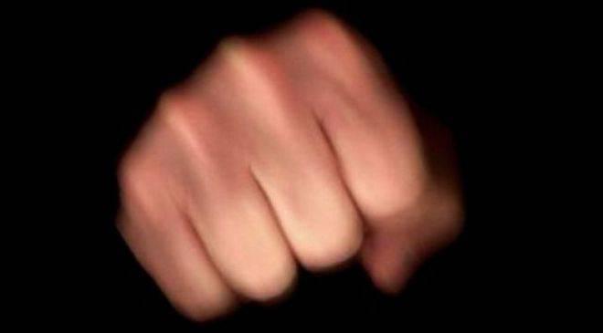 Мужчине, ударивший потерпевшего бутылкой по лицу, грозит до 15 лет лишения свободы