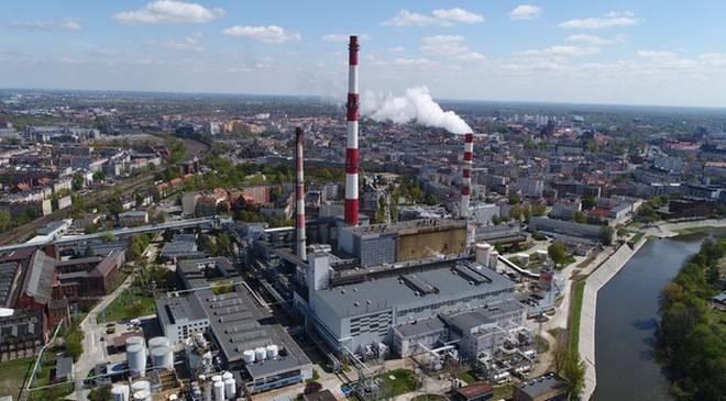 Во Вроцлаве начинают разбирать 120-метровый дымоход теплостанции