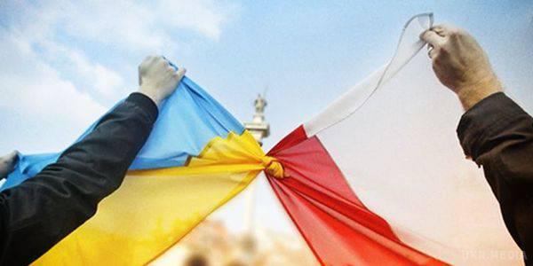 Наші люди всюди: задоволеність українців життям у Польщі зростає