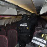 """Прикордонники """"зняли"""" пасажира, який відлітав з Варшави"""