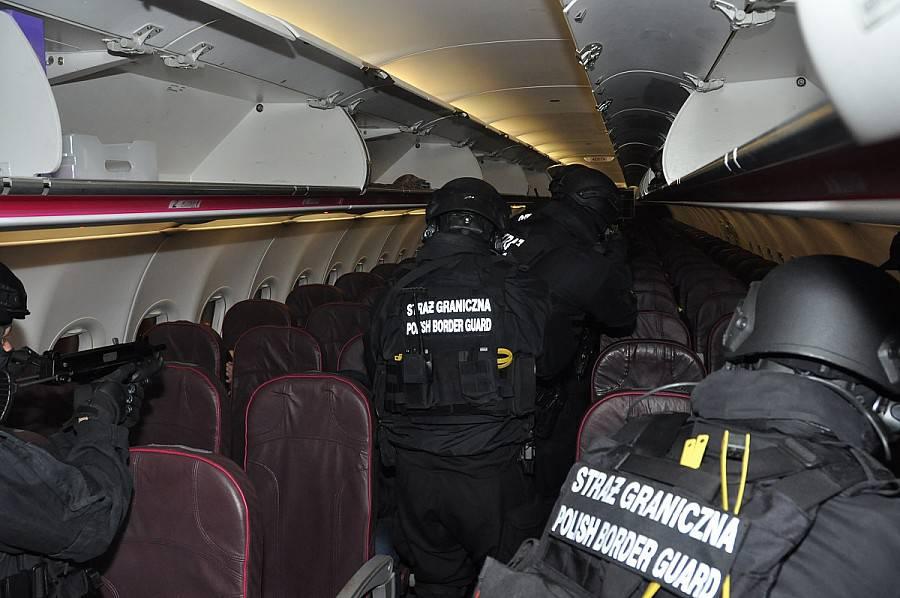 Прикордонники «зняли» пасажира, який відлітав з Варшави