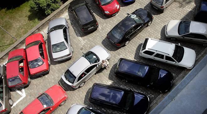 Сьгодні у Вроцлаві перевірятимуть припарковані автівки