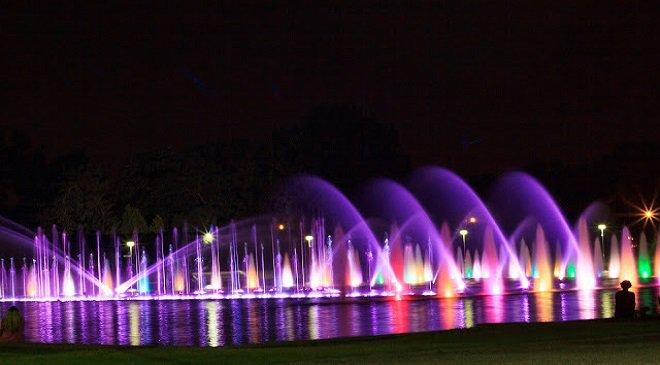 Приходь до вроцлавського фонтану побачити світлове шоу