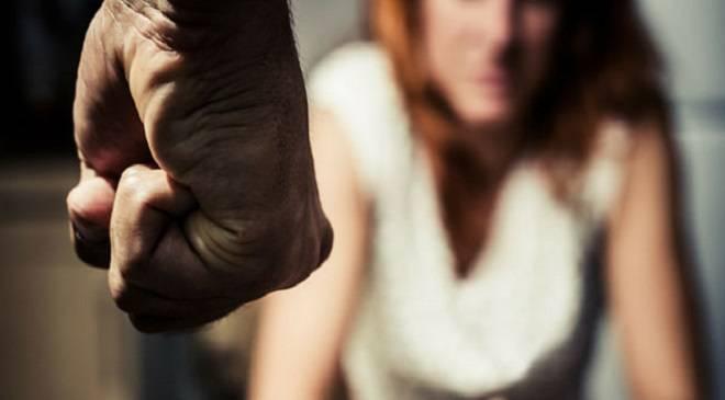В Глогові 13-літня дівчина жорстоко побила жінку