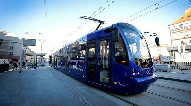 Вроцлавські трамваї знову несправні — пасажирці притиснуло дверима руку