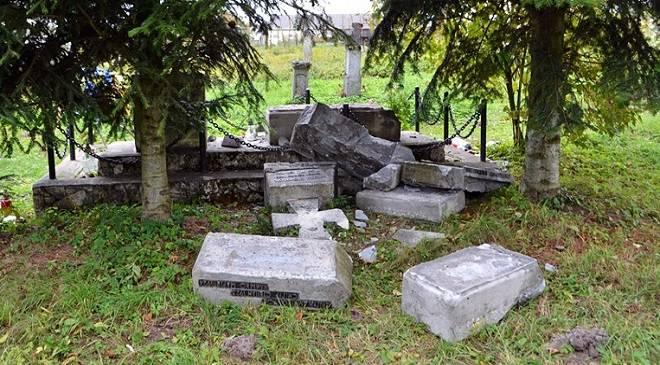 У Нижній Сілезії вандали нищать надгробки