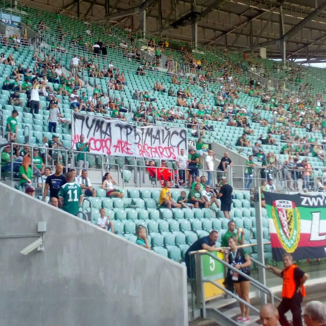 Болельщики Шлёнска поддержали фаната из Беларуси