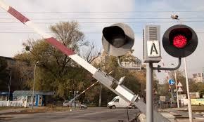 Во Вроцлаве на ж/д переезде не работают шлагбаумы. Водители едут вслепую
