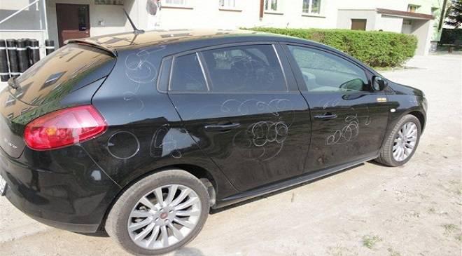 Зловмисник в Нижній Сілезії пошкодив 35 автівок, а сам опинився у витверезнику