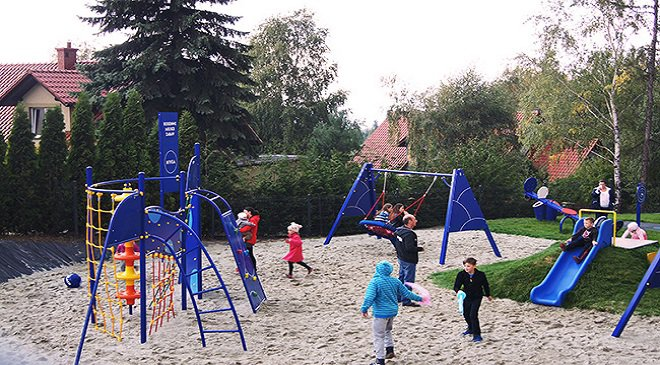 У Вроцлаві демонтують дитячі майданчики