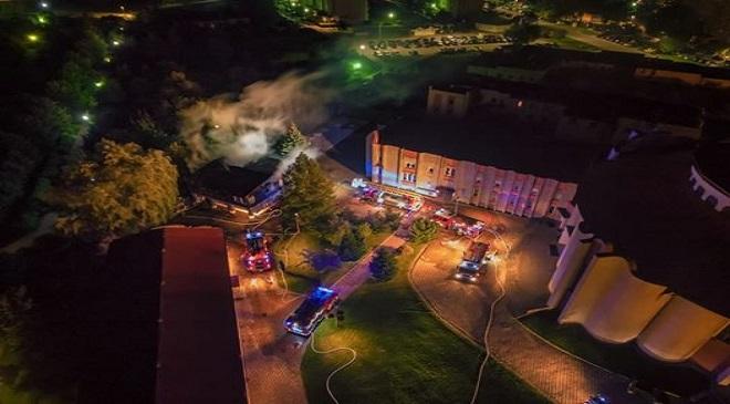 У Вальбжиху загорівся костел (+ФОТО)