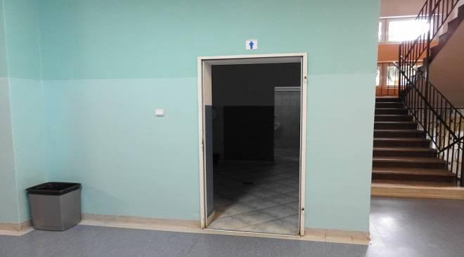 Туалет без дверей — резонанс у нижньосілезькій школі
