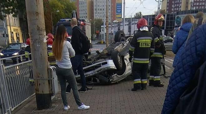 Аварія у Вроцлаві — авто врізалось в зупинку, є поранені