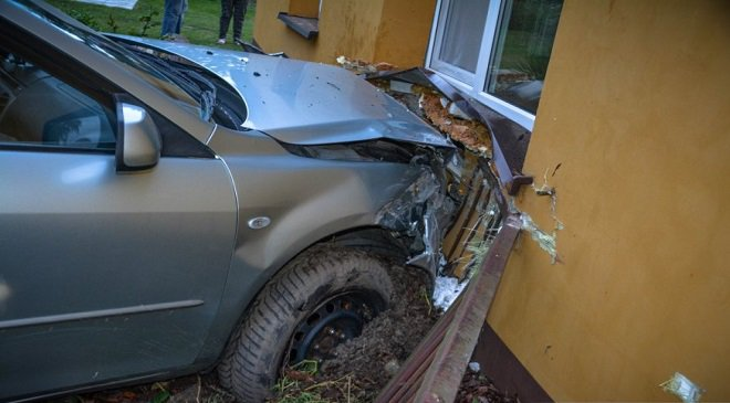 П'яний водій в Нижній Сілезії в'їхав в будинок (+ФОТО)