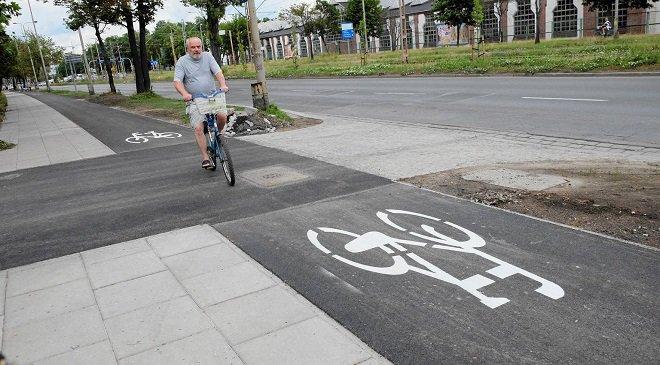 На алеї Галлера, що у Вроцлаві, врешті відновили велосипедну доріжку