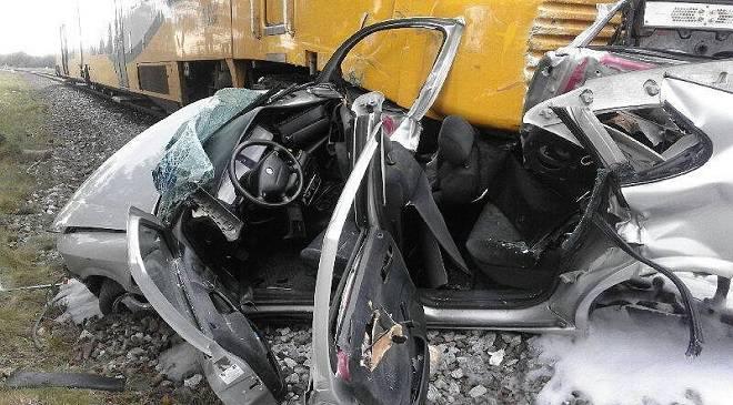 У Нижній Сілезії смертельна аварія — авто в'їхало під потяг (+ФОТО)