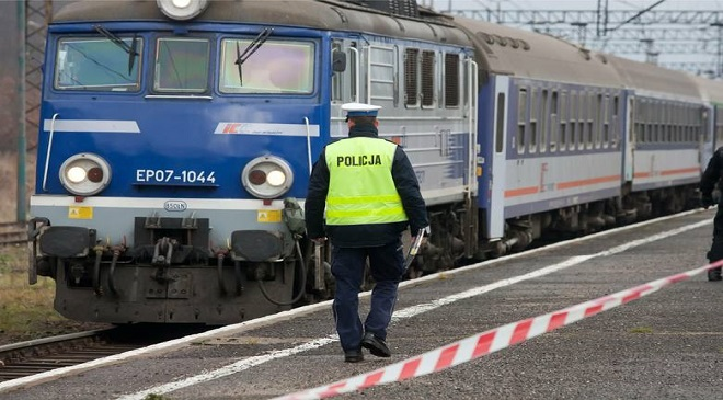В Олесниці знайшли труп жінки, а поліціянт кинувся під потяг