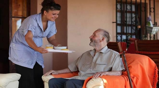 В Нижній Сілезії безсовісна опікунка обікрала 92-річного дідуся