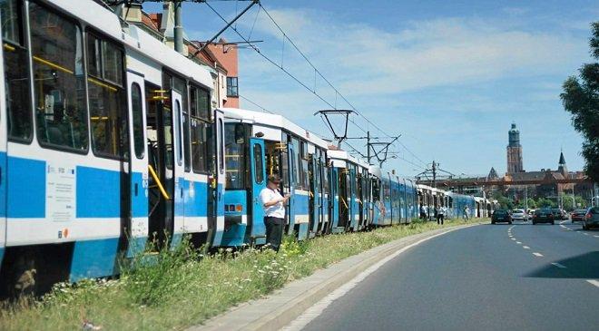Аварія біля зоопарку: вроцлавський трамвай зіткнувся з автівкою