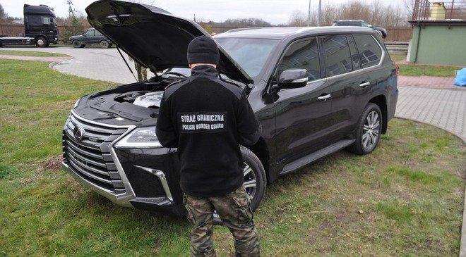 Українець намагався вивезти з Польщі Lexus вартий півмільйона злотих
