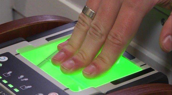 Відбитки пальців і біометричний контроль — нові правила перетину кордону України