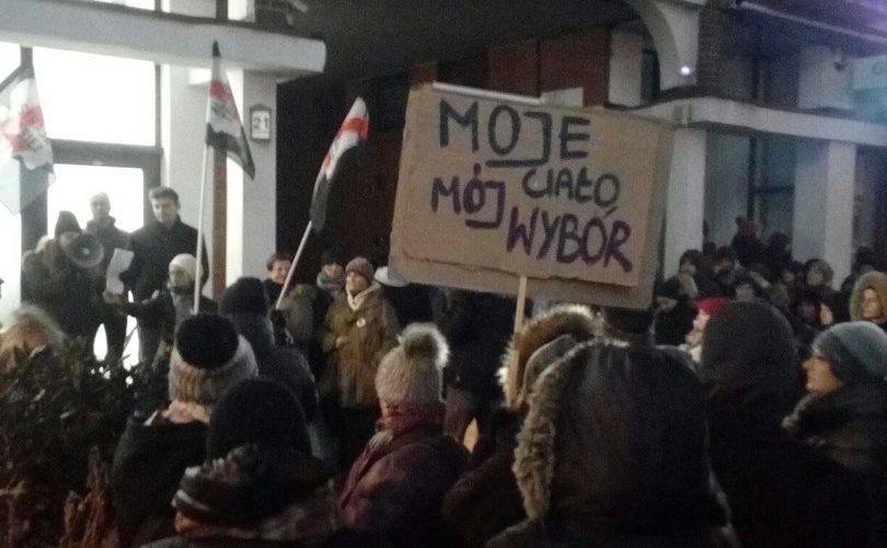 «Ничего о нас без нас» — девиз протестующих женщин в Черную Среду