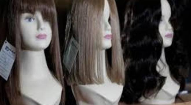 Нижня Сілезія: за допомогою  перук жінка обкрадала відомі бренди одягу
