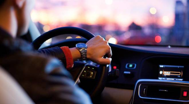 Польща: штраф за гучну музику в салоні автомобіля