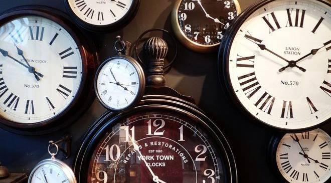 Цими вихідними перехід на літній час! Не забудьте перемістити стрілки годинників на годину вперед!
