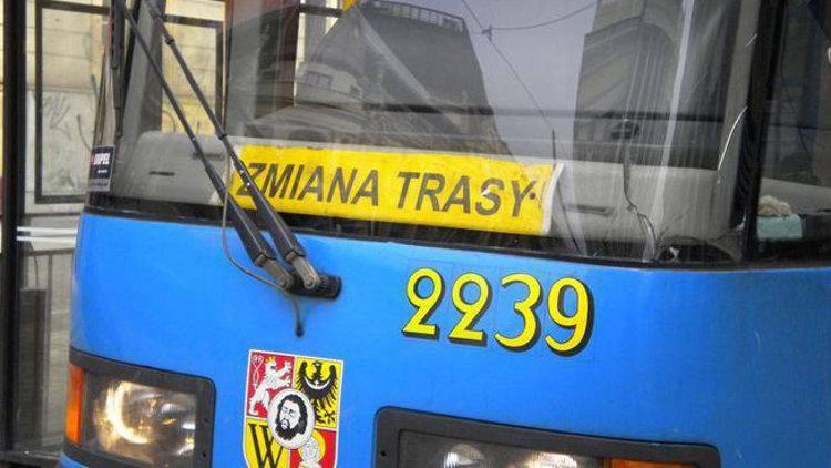 Трамвай сошел с рельс на улице Дюбуа