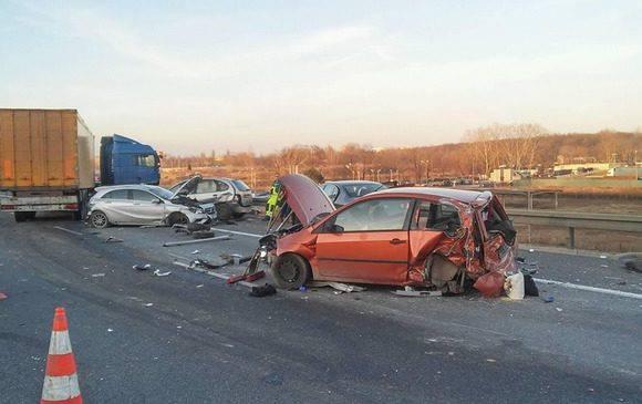 Дуже велика аварія у Вроцлаві: постраждало 9 авто [ФОТО]
