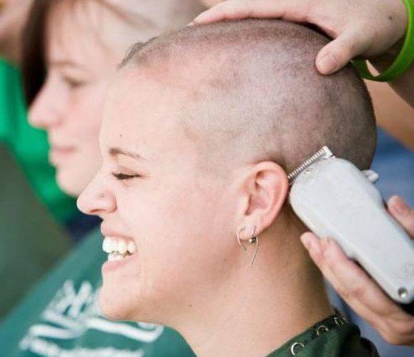 У Вроцлаві благодійники обрізали волосся і пожертвували його хворим на рак