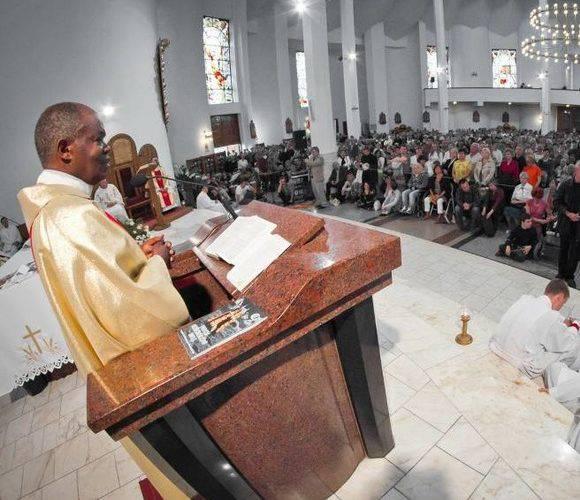 Знаменитий римо-католицький цілитель Джон Башхобора з Уганди знову приїде до Нижньої Сілезії!