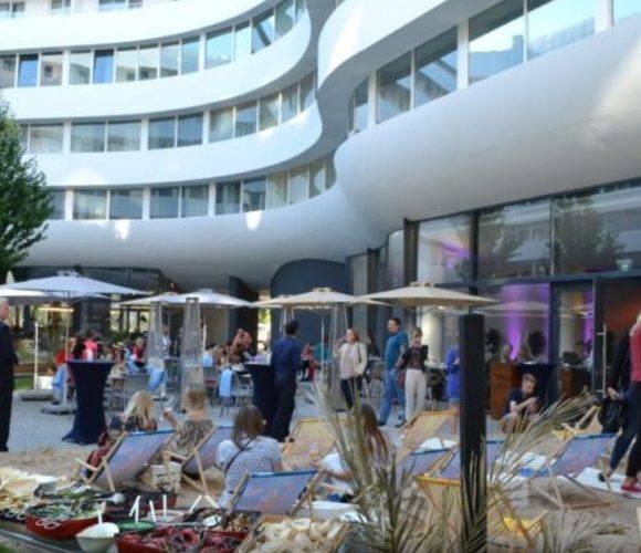 У самому центрі Вроцлава відкрився новий пляж — OVO BEACH CLUB
