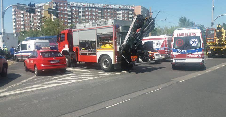У Вроцлаві вантажівка на повній швидкості влетіла у трамвай з пасажирами. Постраждало 12 осіб [ФОТО]