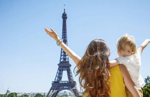 Поїхати з дитиною за кордон без дозволу одного з батьків стане ще простіше
