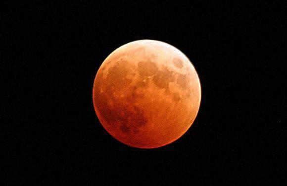 Сьогодні найдовше у ХХІ столітті затемнення Місяця