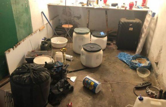 """Спецоперація поліції як у фільмі «Breaking Bad». Зловмисники у гаражі  продукували наркотики з дуже високим ступенем """"чистоти""""!"""
