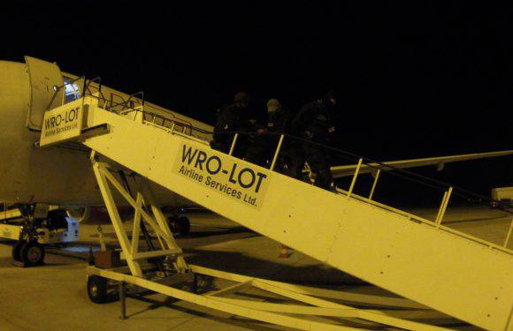 У Вроцлавському аеропорту затримали рейс через неадекватного пасажира