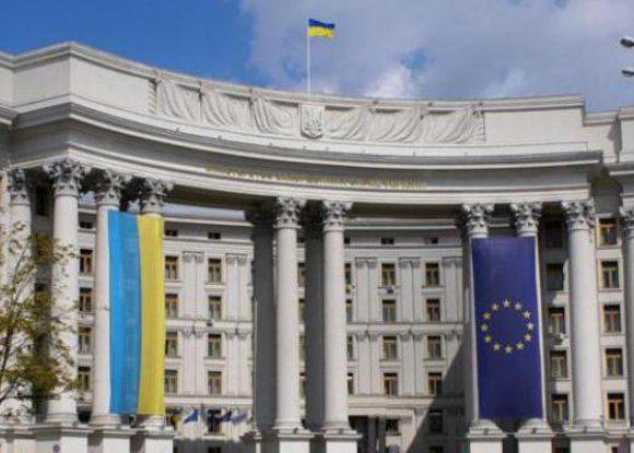 Чому українські консульства за кордоном ігнорують своїх громадян?