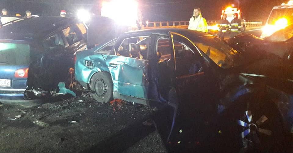 У Польщі одночасно зіштовхнулись 16 авто, є загиблий та багато постраждалих [ФОТО]