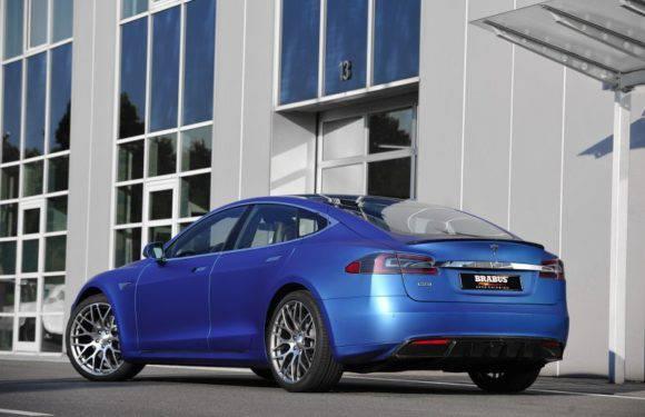 Нижня Сілезія: недалеко Валбжиха вщент згорів електромобіль Tesla [ФОТО]