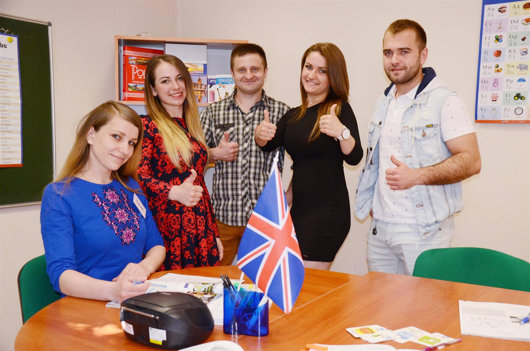 Доступная и увлекательная форма подачи материала позволит легче его усвоить. Для записи на интенсивный курс польского языка приходи в школу Polskikraj.